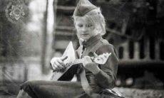 guitarist-girl